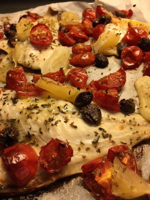 Filetti Di Orata Al Forno Con Pomodorini Olive Taggiasche E Patate